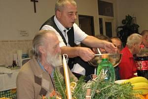 Štědré Vánoce mívají díky Armádě spásy i bezdomovci