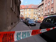 V tomto domě se po nálezu smrtelně zraněné ženy rozeběhlo vyšetřování vraždy.