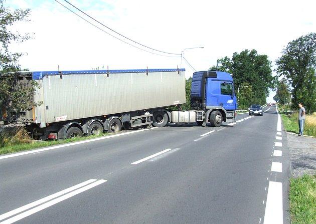 Kamion blokoval dopravu