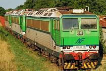 Žluté dálkové expresy budou tahat české lokomotivy dovezené z Itálie. Na snímku jsou lokomotivy ještě v barvách italského dopravce.