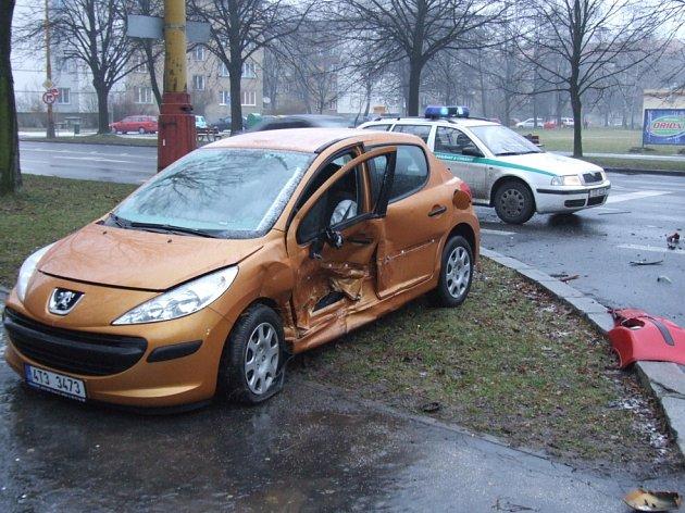 Nehoda v křižovatce Národní třídy a ulice 1. máje.
