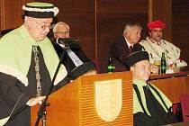 Imatrikulace se uskutečnila v pátek v KD Radost. Hlavní slovo na ní měl rektor Stanislav Polouček.