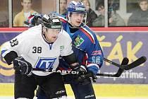 O fous těsně před Karvinou (jako na snímku) skončili hokejisté Havířova v základní části druhé ligy.