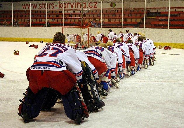 Tak na podobný vláček radosti si budou muset karvinští hokejisté asi hodně dlouhou dobu počkat.
