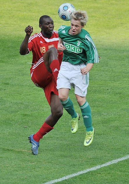 Ondřej Ficek (na ilustračním snímku vpravo) dal v Holici dva góly svého týmu.