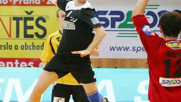 Michal Mrózek střílí gól Zubří.