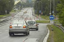 V Karviné začala týdení uzavírka průtahu městem (Ostravská ulice a Třída 17. listopadu. Objízdná trasa vede kolem vlakového nádraží, koupaliště, Kauflandu a přes sídliště. Autobusy jezdí normálně. Uzavírka potrvá do 1. srpna.