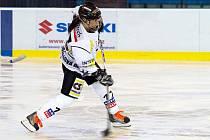 Karvinské hokejistky (v bílém) vstoupily do sezony vítězně. To se od nich ale čekalo.