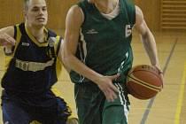 Basketbalisté Karviné (na snímku Tomáš Micza) si připsali v II. lize famózní úspěch.