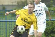 Petrovický Filip Juroszek (v bílém) se o víkendu prosadil gólově, a to hned dvakrát.