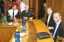 Jednání o bezpečnosti v Havířově. Vpravo zástupci RPG