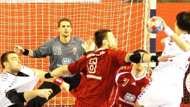 Házenkáři odehráli dva zápasy v Karviné a dnes hrají v Ostravě.