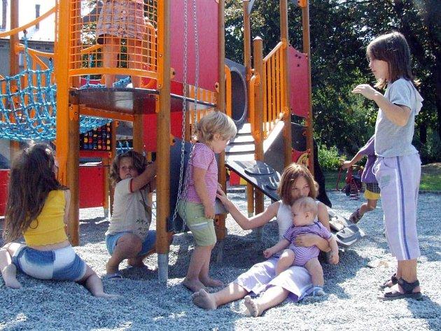 Školní park se po své rekonstrukci stal vyhledávaným místem zejména havířovských dětí