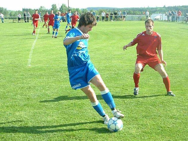 Fotbalisté MFK Havířov (modré dresy) nedokázali opět naplno bodovat a jejich ztráta na lídra tabulky opět vzrostla.