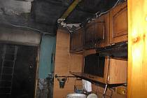 Škodu za půl milionu korun způsobil majiteli noční požár dřevěné rekreační chatky v Doubravě. Nikdo nebyl naštěstí zraněn.