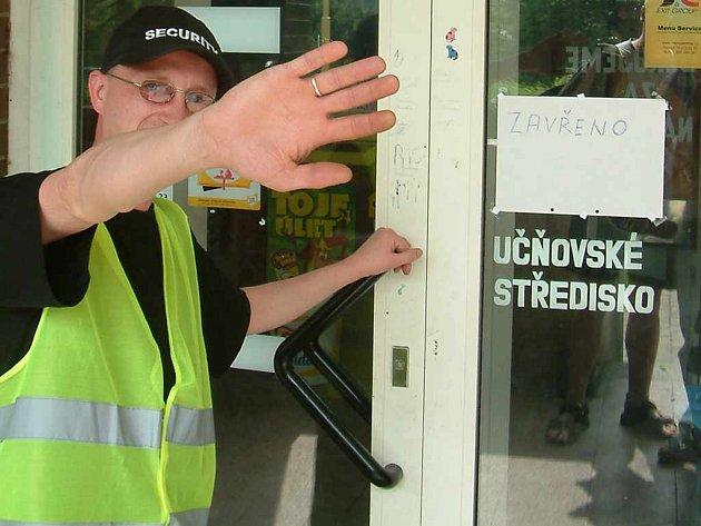 Uzavřené prostory v Gastro centru v Havířově-Šumbarku střeží členové soukromé ochranky.