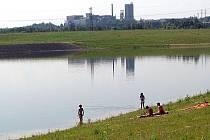 Jezero láká k návštěvě už nyní, když tam platí zákaz vstupu