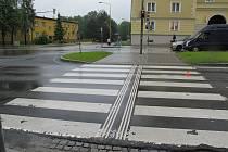 Místo dopravní nehody chodkyně a osobního automobilu