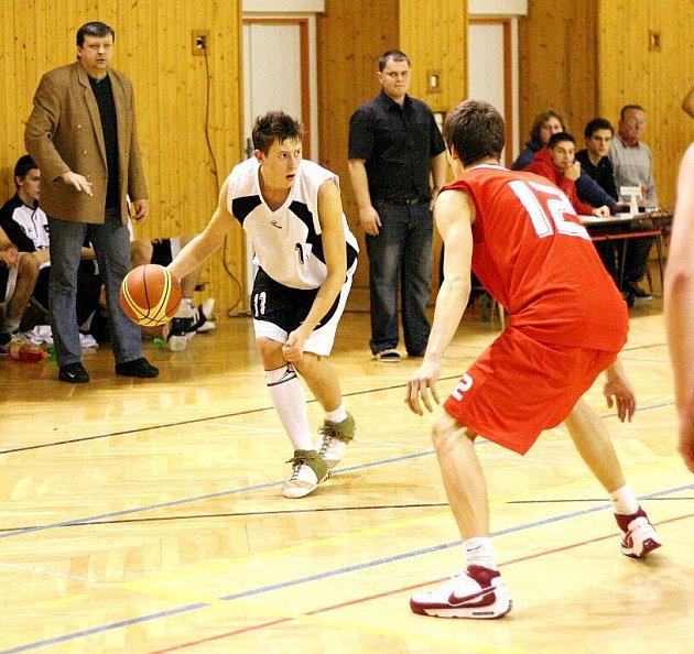 Mladí basketbalisté narazili.