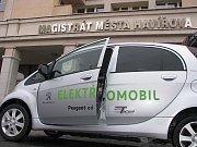 Elektromobily by mohly sloužit k pracovním cestám úředníků