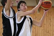 Mladí basketbalisté Karviné mají v těchto dnech napilno.