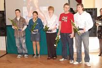 Mladí hokejbalisté INTEVA Karviná Marcel Swatko, Kateřina Němcová, Barbora Dvořáková, Vojtěch Pilch a Lukáš Dittmann