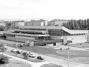 Snímek sportovní haly z konce 70. let 20. století.