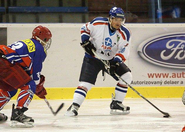 Karvinští hokejisté vyhráli nad Porubou a přiblížili se čelu tabulky.