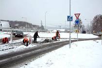 Nová okružní křižovatka by měla zaručit bezpečnější cestu na hlavním tahu mezi Ostravou a Českým Těšínem.