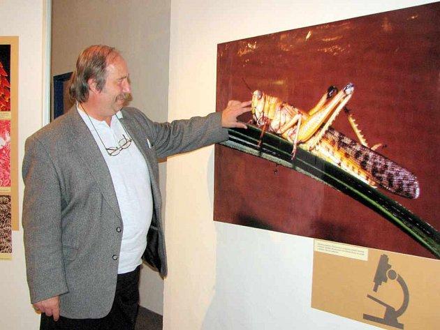 Autor výstavy František Weyda na vernisáži.