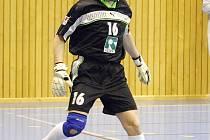 Stonavský gólman Aleš Hekera si při sálovce častěji zahraje nohama.