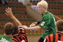 Tomáš Mlotek (ve výskoku) a jeho spoluhráči vévodí lize mladšího dorostu.