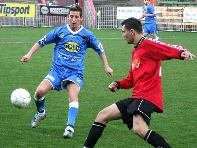 Fotbalisté MFK Havířov (v modrém) nedali Velkým Hošticím žádnou šanci na úspěch.