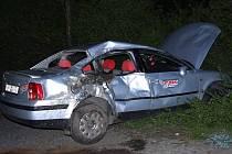 V průběhu čekání na úlovek se rybáři jeho auto změnilo v hromadu šrotu.