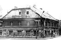 Fotografie zachycuje restauraci v roce 1984