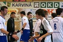 Karvinská juniorka zahajuje odvetné boje v I. lize házenkářů.