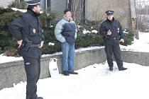 Strážníci zadrželi mladého a dosud nevybouřeného podivína u vlakového nádraží.