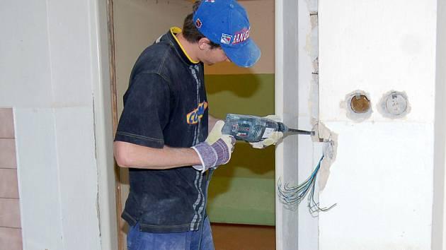 V těchto dnech panuje ve školách stavební ruch