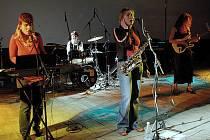Zuby nehty budou jednou z nejpříjemnějších kapel letošního K-Festu. Snímek je z jejich vystoupení na festivalu Eurotrialog v Mikulově.