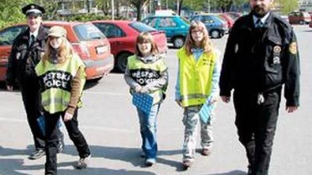 Hlídka dětí a havířovských strážníků