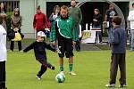 O nábor do fotbalové přípravky byl mezi dětmi zájem. Na trénink je přišli povzbudit i fotbalisté A týmu MFK Karviná.