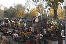 Celý víkend na hřbitově se nesl v dušičkovém duchu.