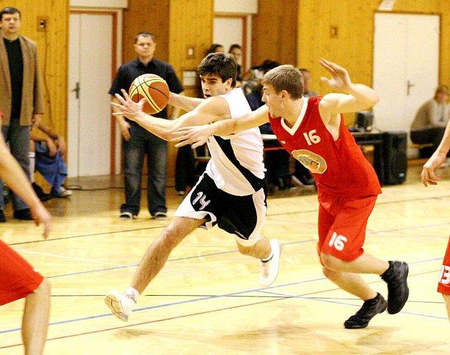 Basketbalové celky Sokola Karviná pokračují v přípravě.
