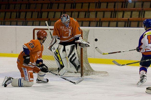 Hokejový brankář Marek Volf zastává v SK Karviná hned několik funkcí.