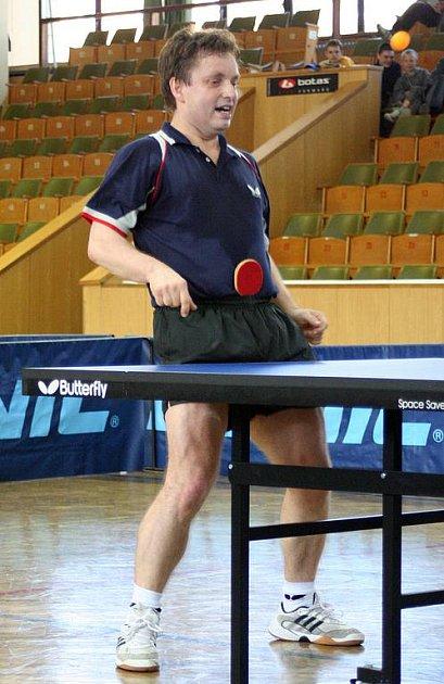 Soutěže stolního tenisu pomalu končí. Boje v play off vrcholí a na legrácky typu exhibicí není v tuto chvíli čas.