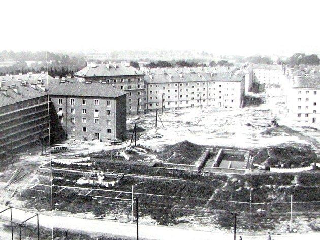 Snímek pořízený z budovy Pavky Korčagina.