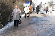 Technické služby Karviná dostatečně neošetřují chodníky, ty jsou zledovatělé a nebezpečné