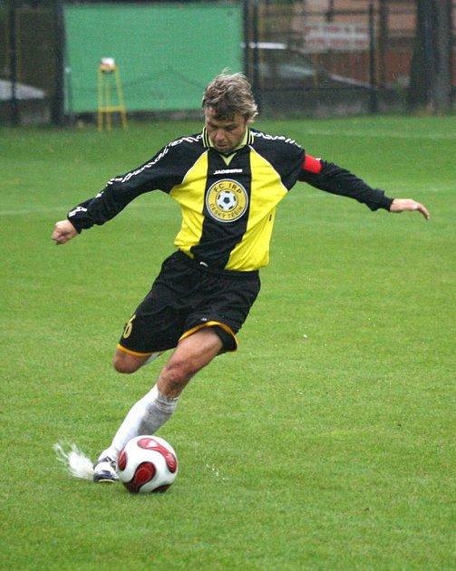 Kapitán Těšína Tomáš Zima táhl na těžkém terénu svůj tým k dalšímu venkovnímu bodovému zisku.