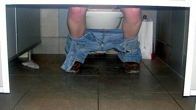 Horníci z Dolu ČSA v Karviné tráví poslední dny na toaletách. Ilustrační foto