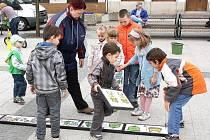 Třídit odpad se děti učily různými způsoby. Přitom se nejen učily, ale zároveň bavily.